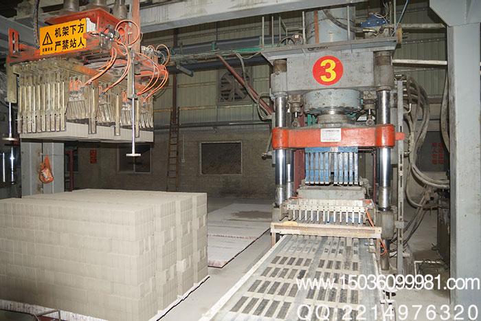 1,铭泽机械蒸养砖机采用双面加压原理,实施专业优化的液压传动图片
